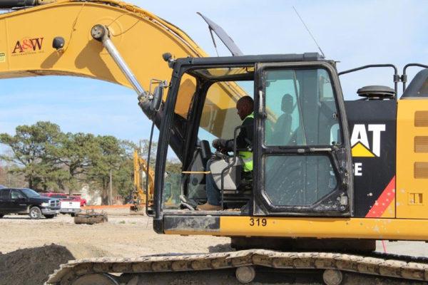 worker-excavator